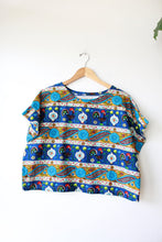 Load image into Gallery viewer, CIOCCO DESIGN CO HANDMADE VINTAGE TEXTILE BLUE PRINT BOXY BLOUSE (ONE SIZE)