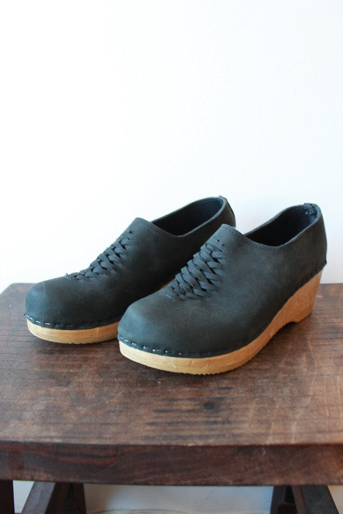 NO. 6 ISSA CLOGS IN BLACK SZ 39 (RUN SMALL)