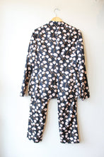 Load image into Gallery viewer, WILDFANG NAVY FLORAL 2PC SUIT SZ M/10 (AS IS: BUTTON MISSING ON JACKET)