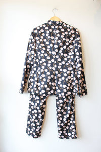 WILDFANG NAVY FLORAL 2PC SUIT SZ M/10 (AS IS: BUTTON MISSING ON JACKET)