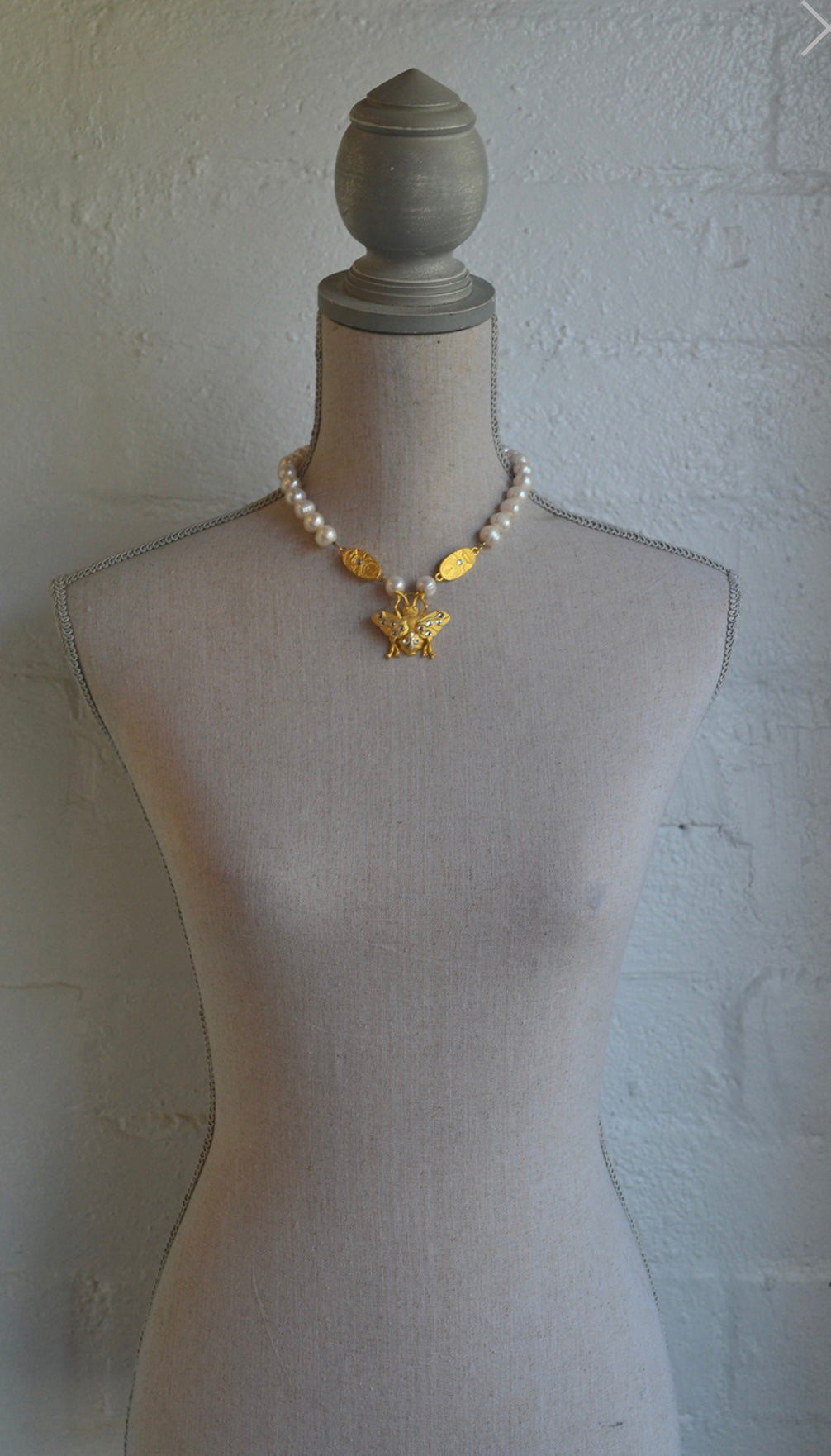 French Kande PEARLS WITH GOLD SWAROVSKI CUVEE AND FK BEE PENDANT