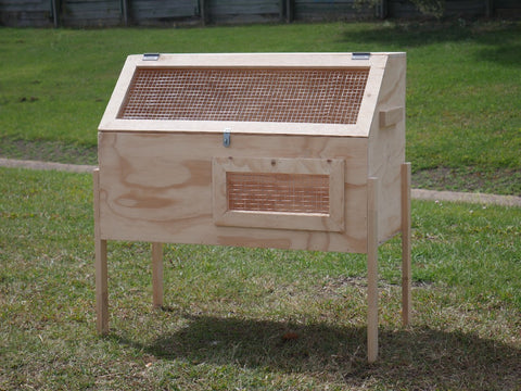 BROODER BOX WITH LEGS