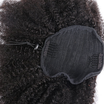 zoom sur ponytail kinky curly
