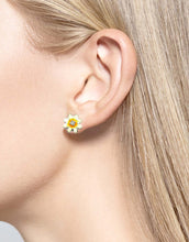 Load image into Gallery viewer, Nicole Barr Daisy Stud Earrings