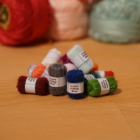 5 Assorted Balls of Wool