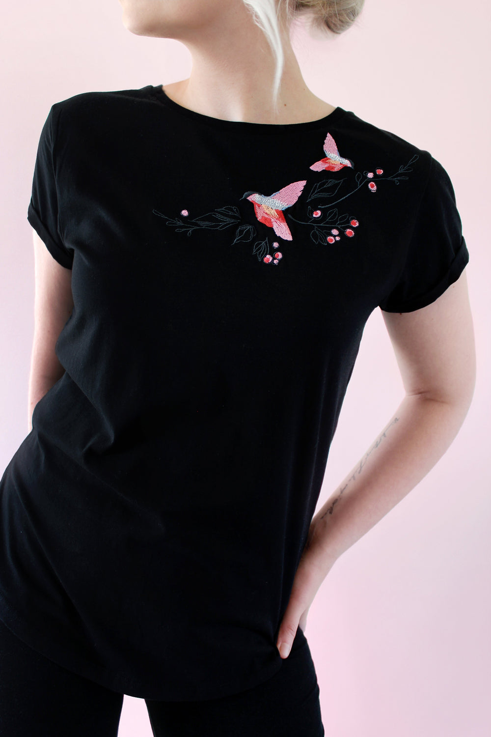Dancing birds embroidered t-shirt (black) - KUMA Design Store