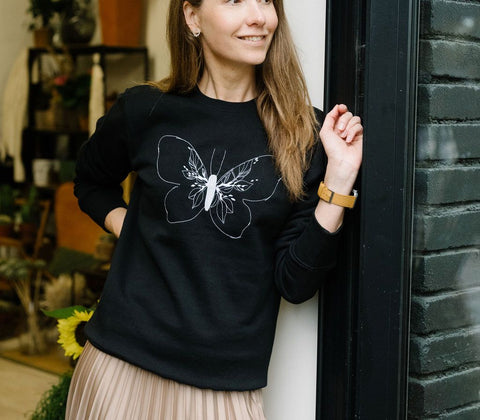 Butterfly embroidered sweatshirt (black)