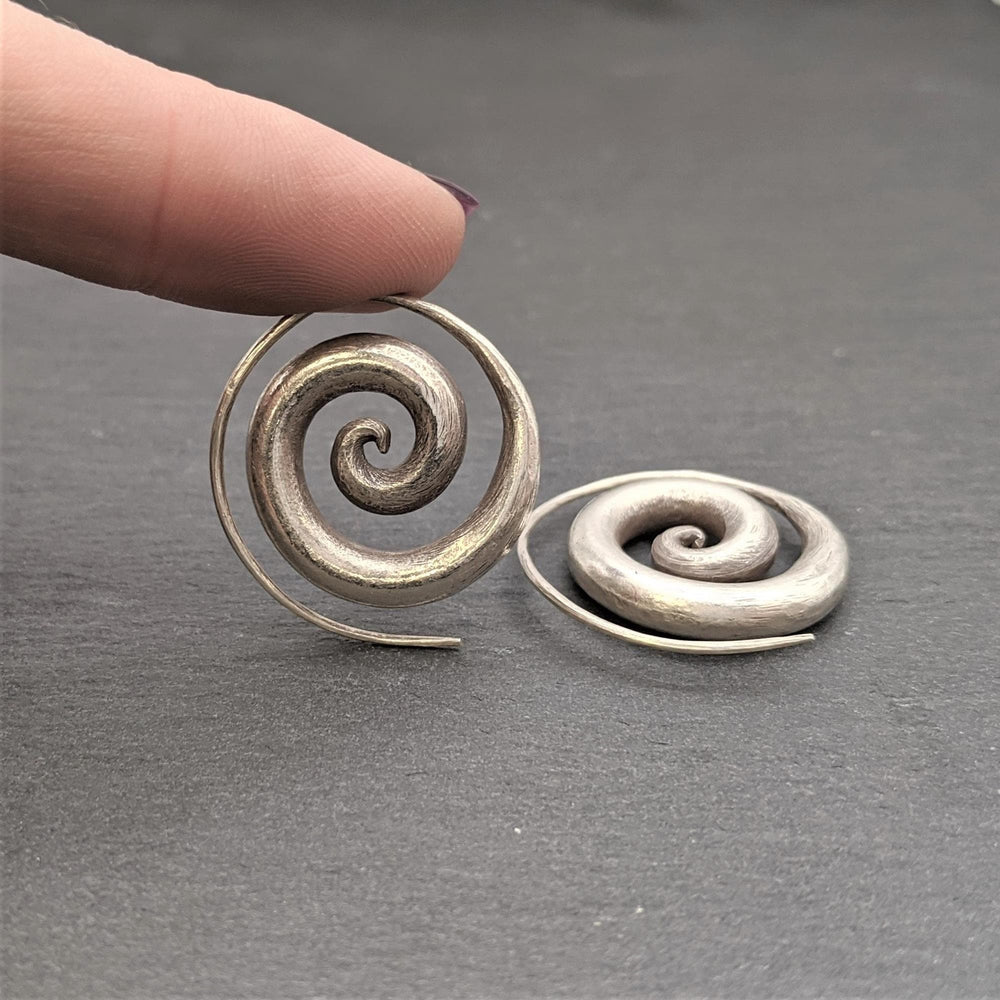 Load image into Gallery viewer, Pure Silver Karen Hill Tribe Swirl Tribal Earrings