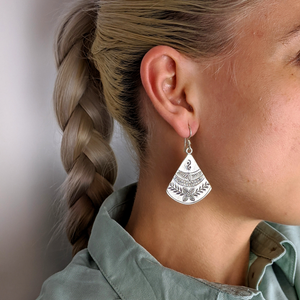 Load image into Gallery viewer, Pure Silver Karen Hill Tribe Fan Leaf Engraved Earrings