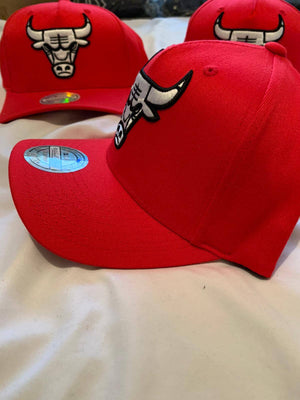 Mitchell & Ness NBA Red White Bull Chicago Bulls Snapback - Ameri-Camden