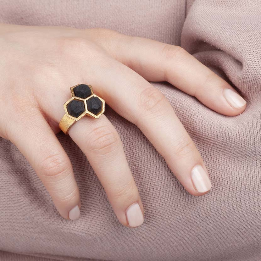 Geometric ring gold black on handmodel.