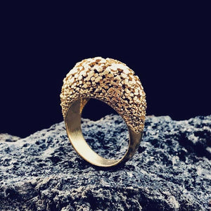 Parametric design in gold ring surface structure.