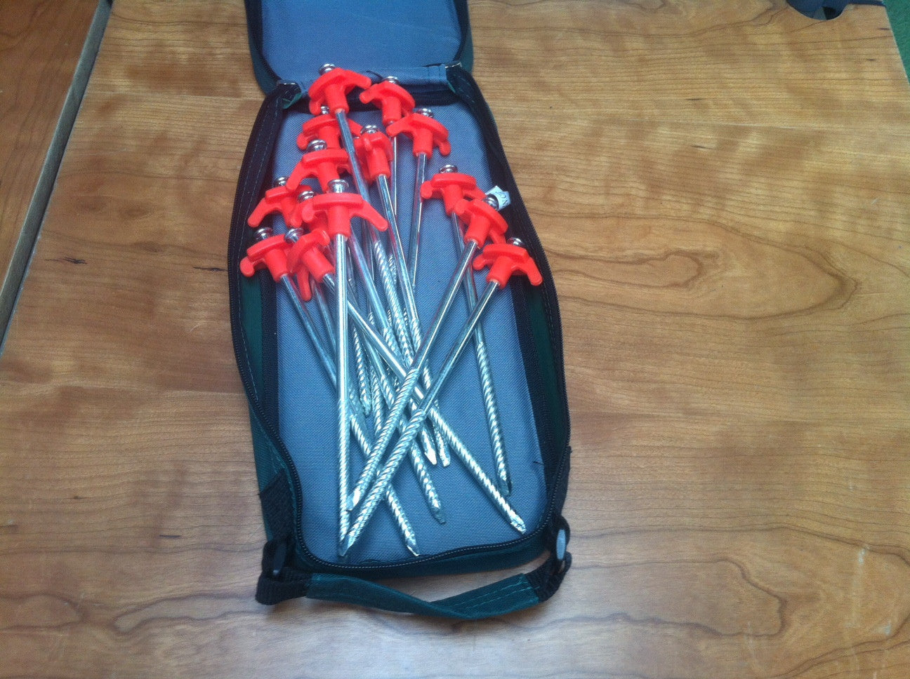 Pyramid Rock Peg and Hammer Kit 15 Hard Ground Pegs With Free Hammer