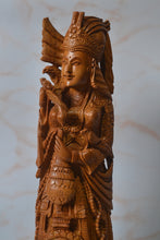 Load image into Gallery viewer, sandalwood queen vintage items - Malji Arts