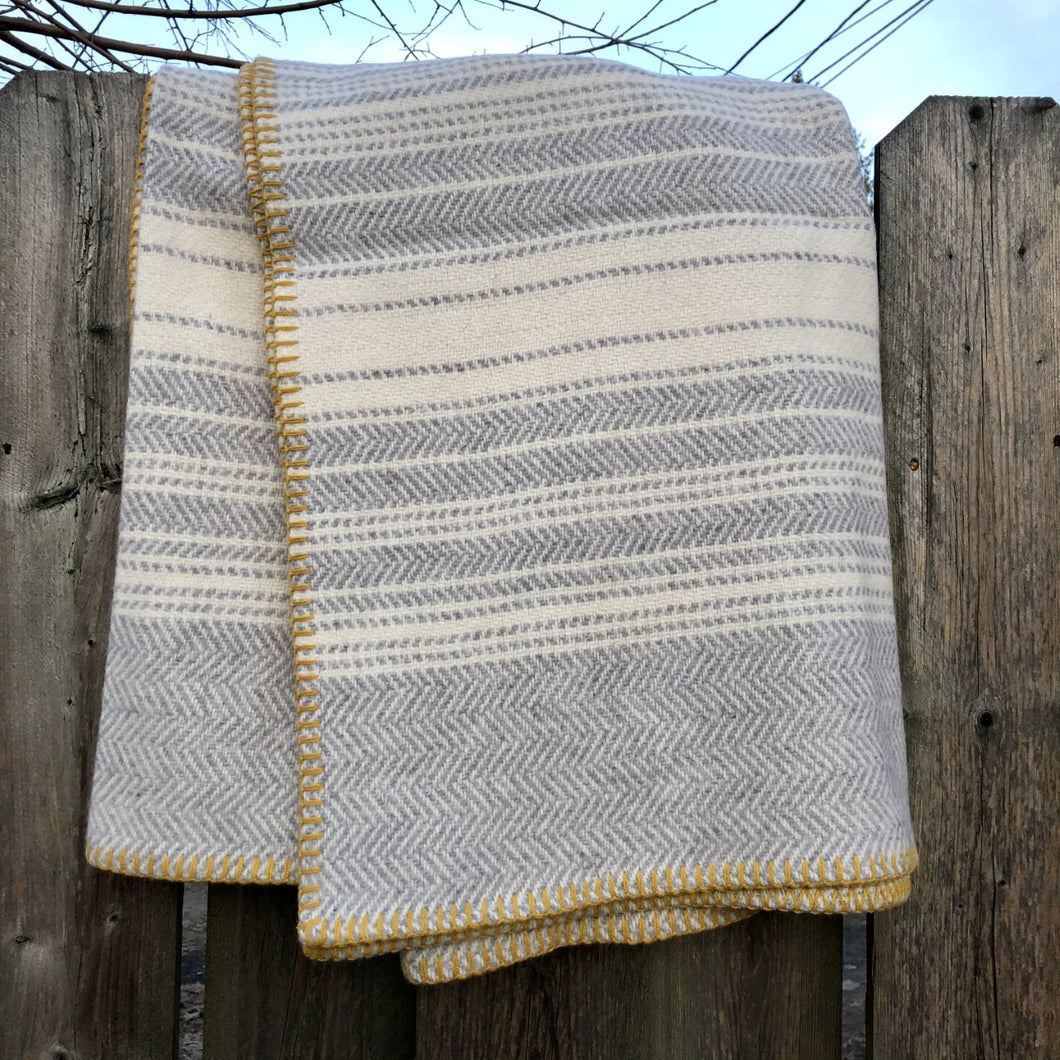 Lambswool and Cashmere Throw Blanket in Ivory, Grey and Gold