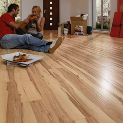 Elka Heartwood Maple V-groove 8 mm Laminate