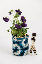 Load image into Gallery viewer, Hexagon Motif Clamp-Dyed Non-Woven Cocoon Silk Basket Family With Raffia Trim Blue & White