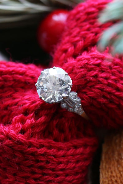 Latest Advert - Platinum Diamond Single Stone Ring with Diamond Shoulders