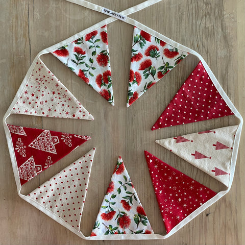 Christmas Bunting - Pōhutukawa, red and natural coloured fabrics