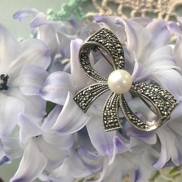 Marcasite and Cultured Pearl Centre Bow Brooch