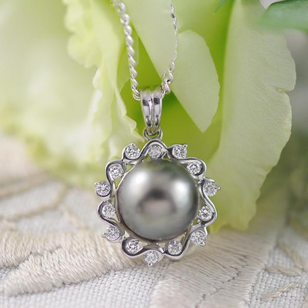 Tahitian Pearl & Diamond Pendant set in 18k White Gold