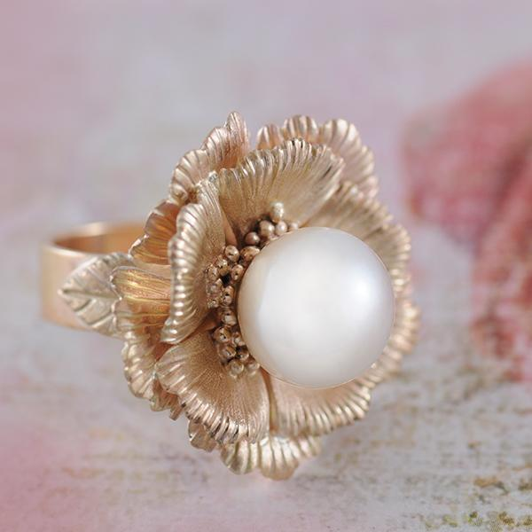 South Sea Pearl and Yellow Gold Flower Ring