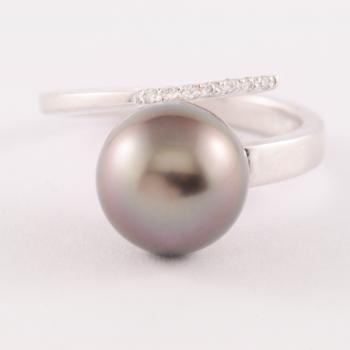 Tahitian Pearl & Diamond Ring set in 18k White Gold