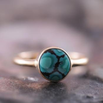 Turquoise Round Bezel Ring in 9k Yellow Gold with Fancy Matrix Pattern
