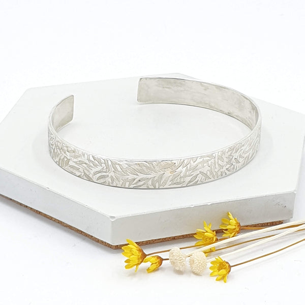 Leaf textured cuff bangle