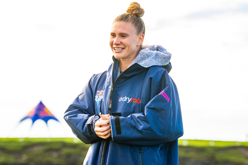 Ellie Smart cliff diver wearing a dryrobe® Advance at the Red Bull Cliff Diving World Series 2021