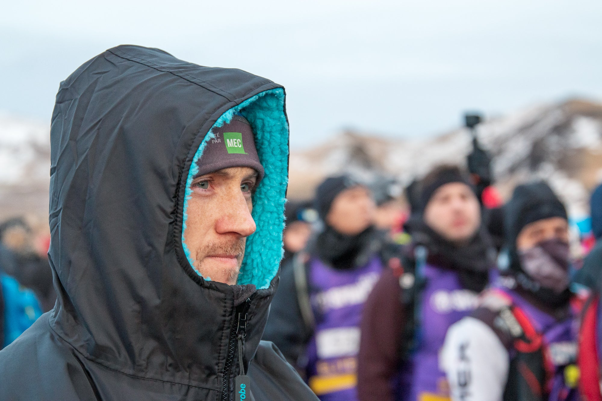 Jon Albon staying warm in his dryrobe pre-race