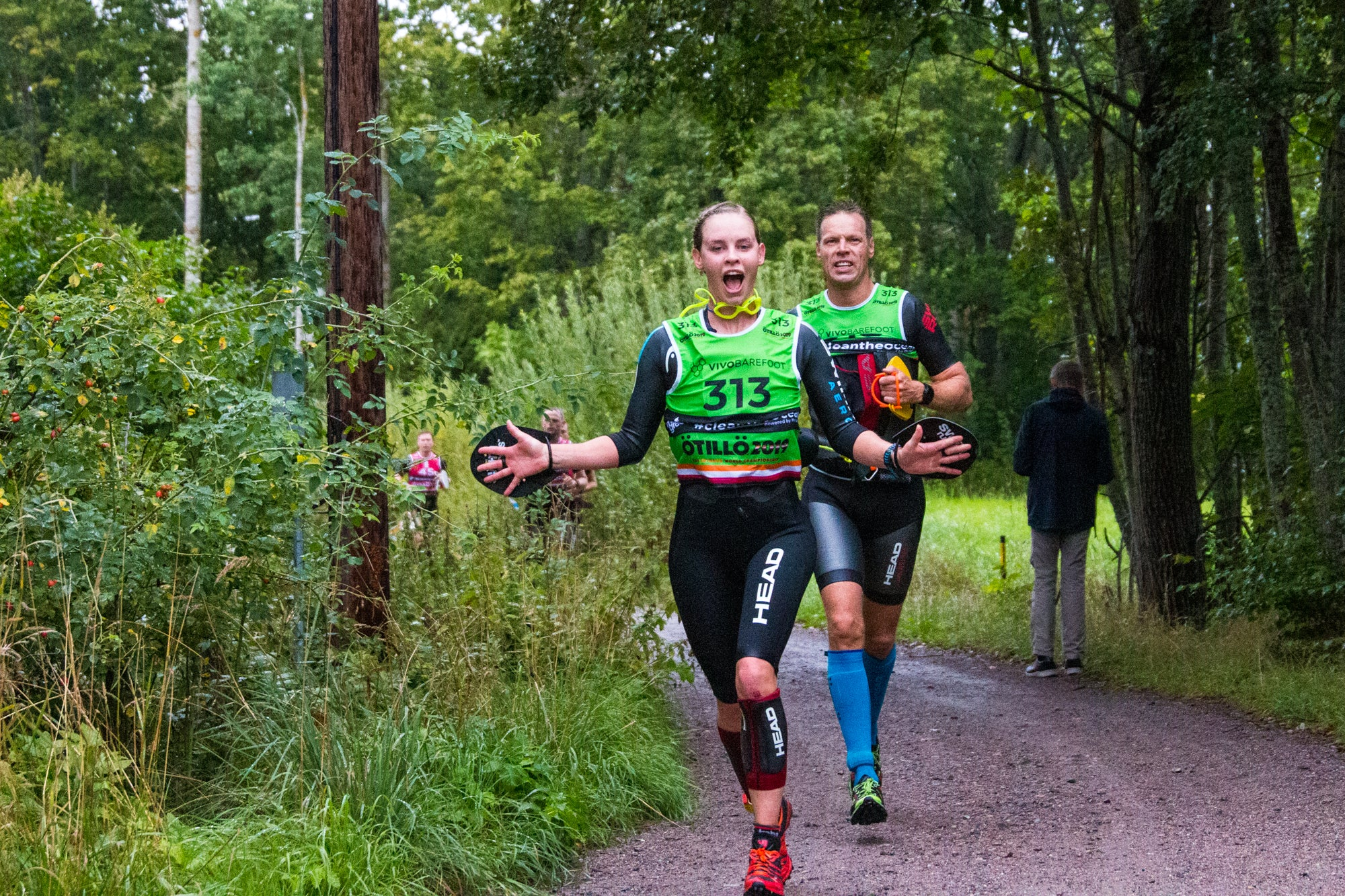 Teams arriving at an energy station - ÖTILLÖ Swimrun World Championship 2019