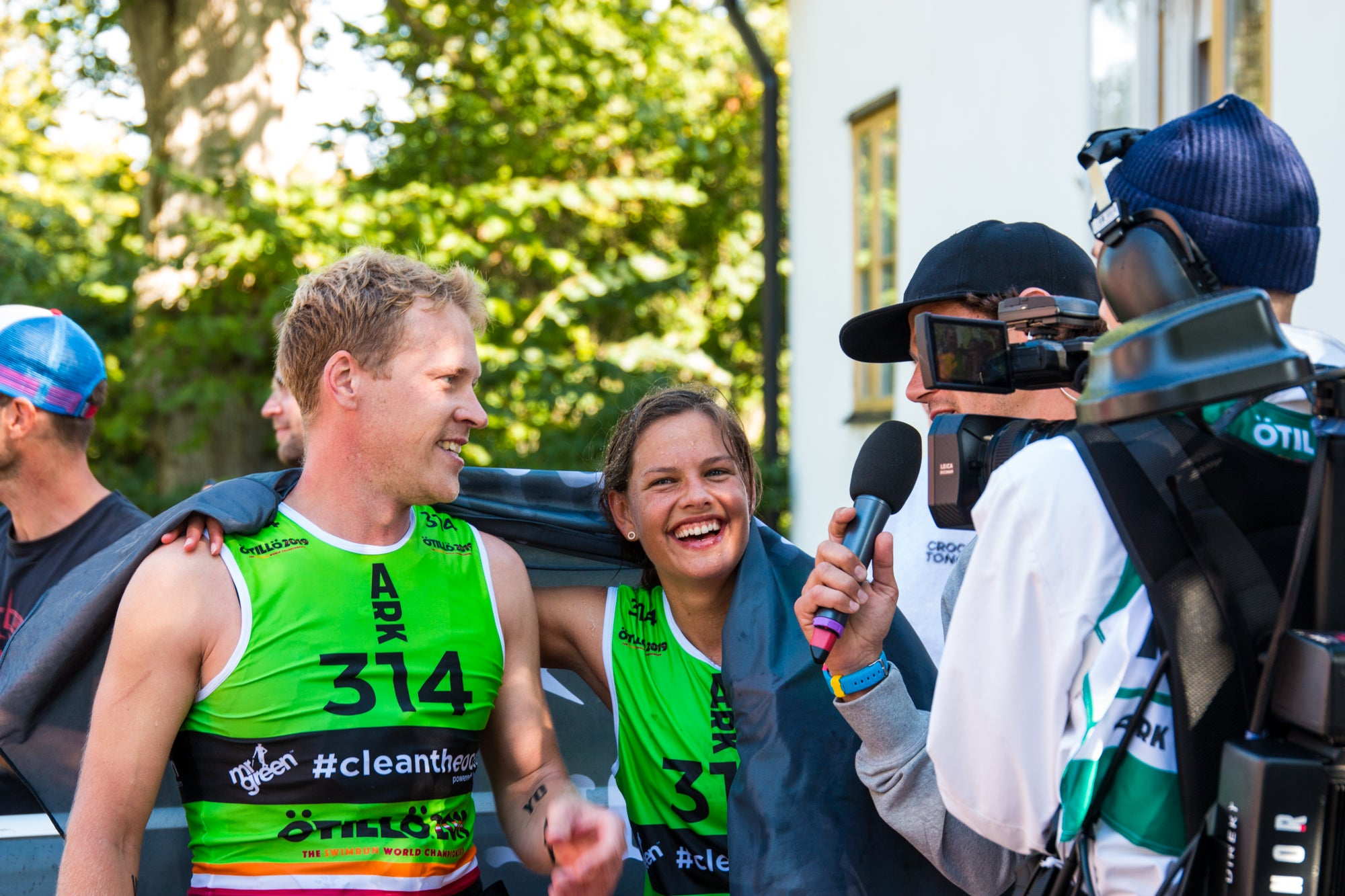 Charlotte Eriksson and Simon Börjeson from Team Garmin - ÖTILLÖ Swimrun World Championship 2019