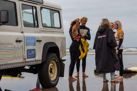saunton, sands, devon, beach, yoga, surfing, kitty, cowell, jessica, skye, bloggers, dryrobe, volcom