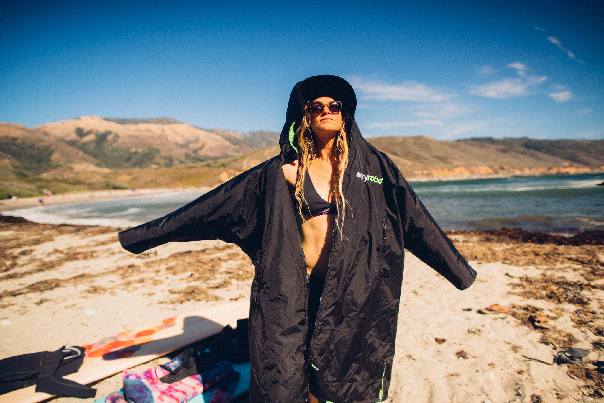 Getting changed easily on the beach with dryrobe