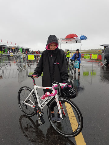 Rachael Vatter British Triathlete - with her bike and dryrobe