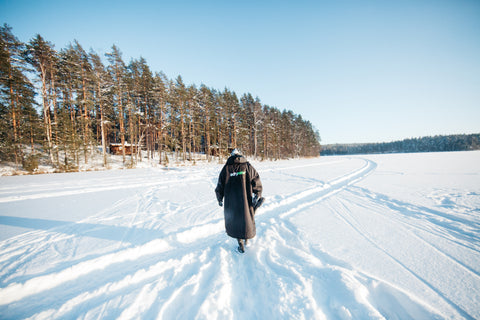 dryrobe, dryrobe, change robe, snow, ice, outdoor, adventure, explore, Johanna Nordblad, Elina Manninen