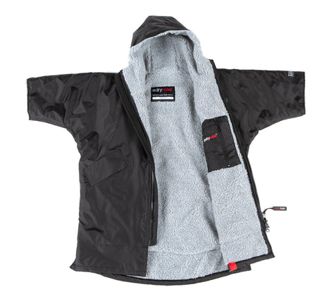 1|S, Kids dryrobe Advance Short Sleeve Black Grey Front
