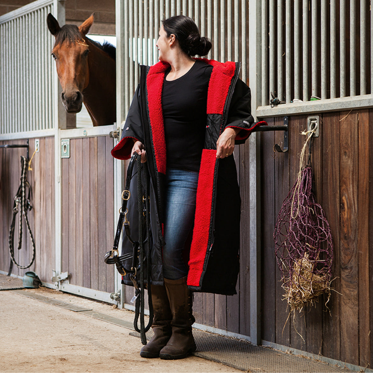 1| dryrobe Advance Short Sleeve Black Red Equestrian Lifestyle Image
