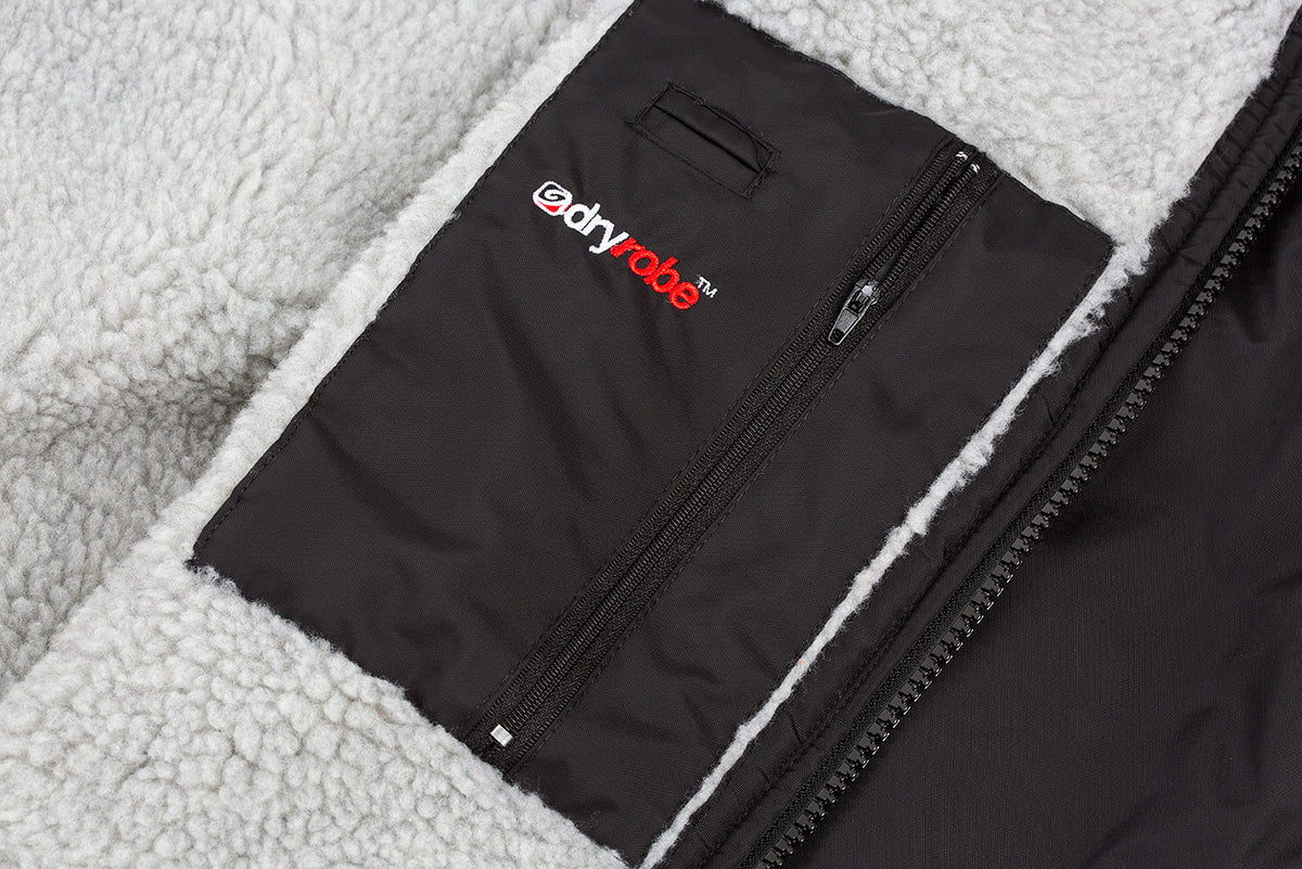 XS,S,M,L,XL, dryrobe Advance Short Sleeve Black Grey Pocket Detail