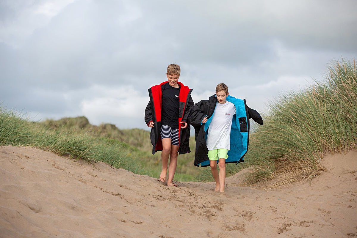 Kids dryrobe Advance Long Sleeve Kids on sand dune