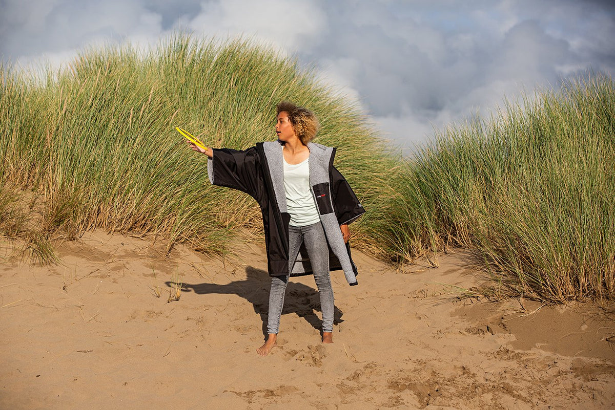 1|S, XS, Kids dryrobe Advance Short Sleeve Black Pink Girl Throwing Frisbee In The Dunes