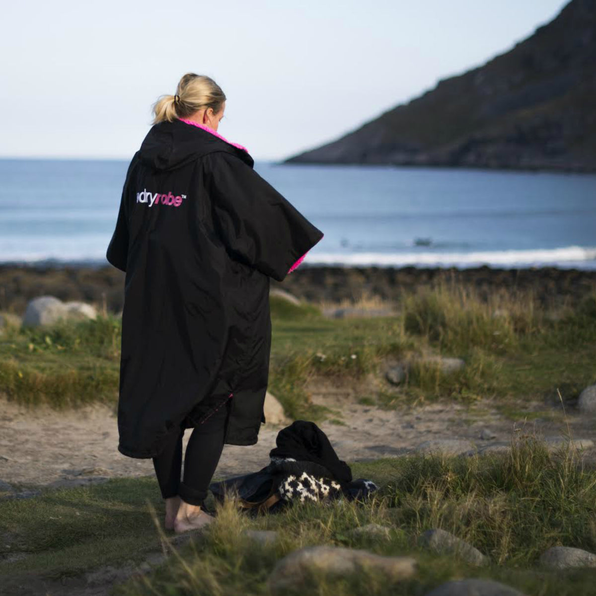 1| dryrobe Advance Short Sleeve Black Pink Female Beach Lifestyle Image