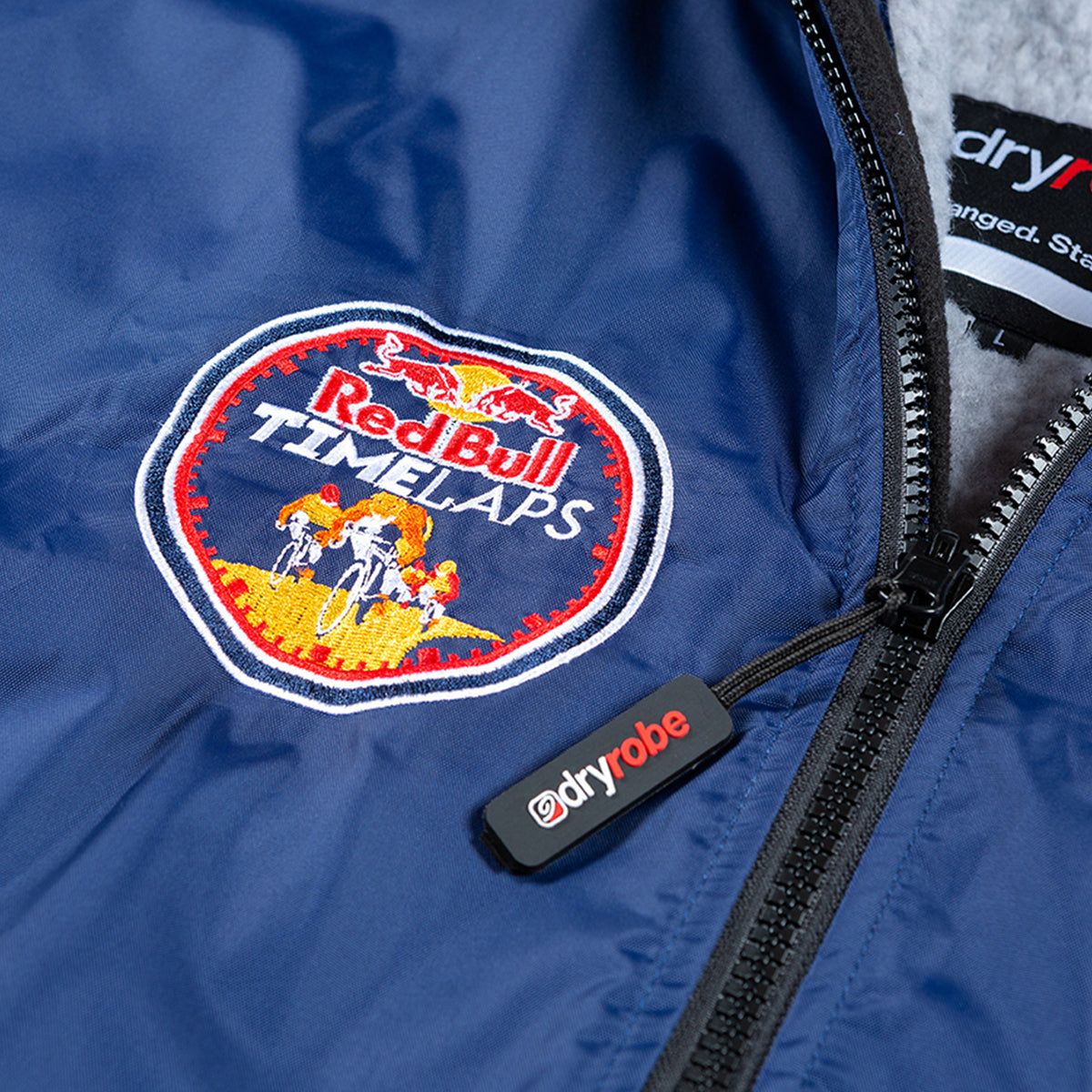 1|M,L, dryrobe Advance long sleeve Large Red Bull Time Laps dryrobe Detail Logo