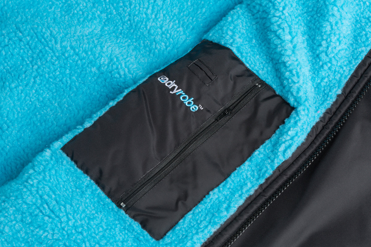 XS,S,M,L, dryrobe Advance Short Sleeve Black Blue Pocket Detail