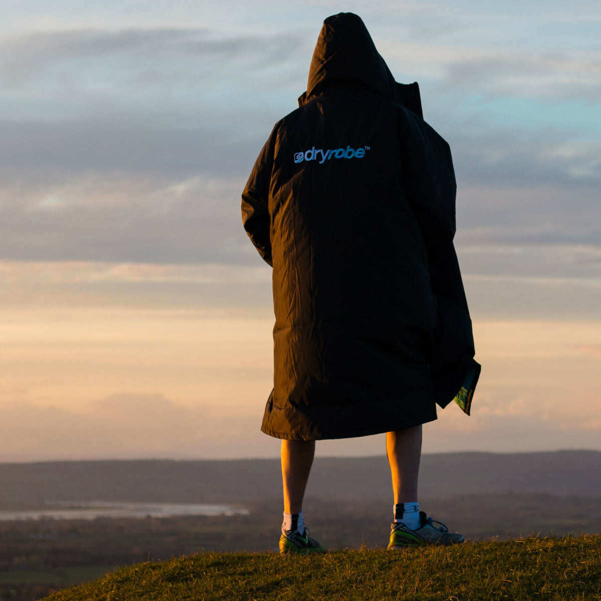 1| dryrobe Advance Long Sleeve Black Blue Lifestyle Image