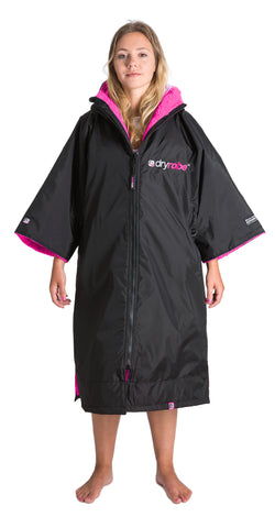 1|M, dryrobe Advance Short Sleeve Medium Black Pink Front