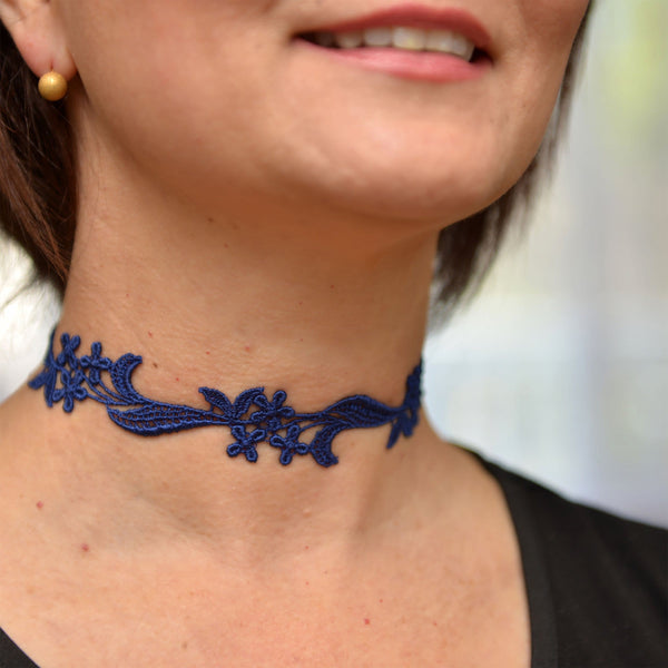Feminine Choker Necklace with Floral Lace