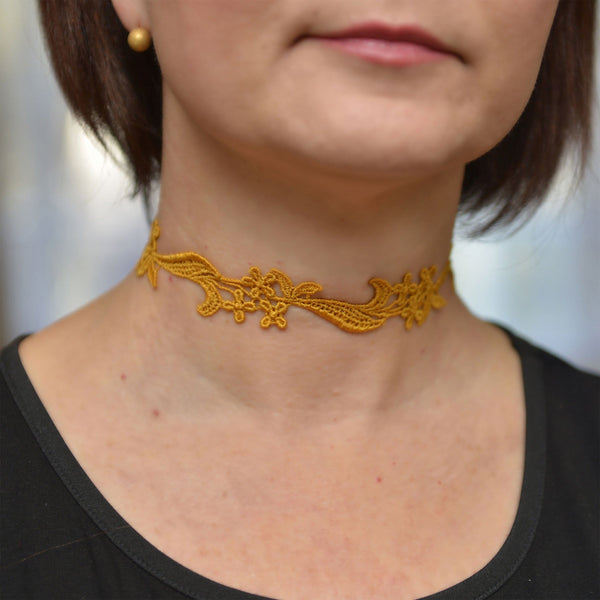 Choker Collar with Yellow Flowers