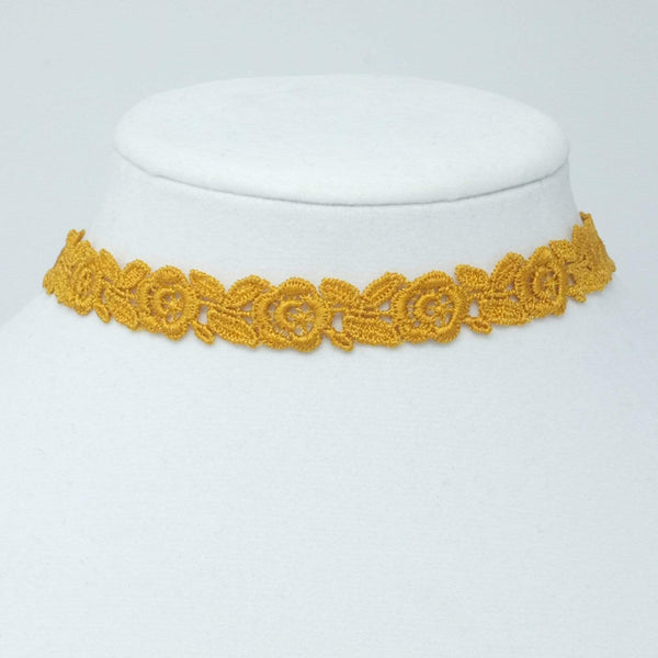 Lace Necklace with Flowers - Yatys Boutique